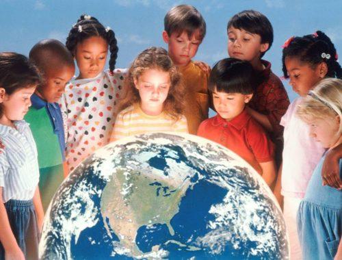 Дети и глобус