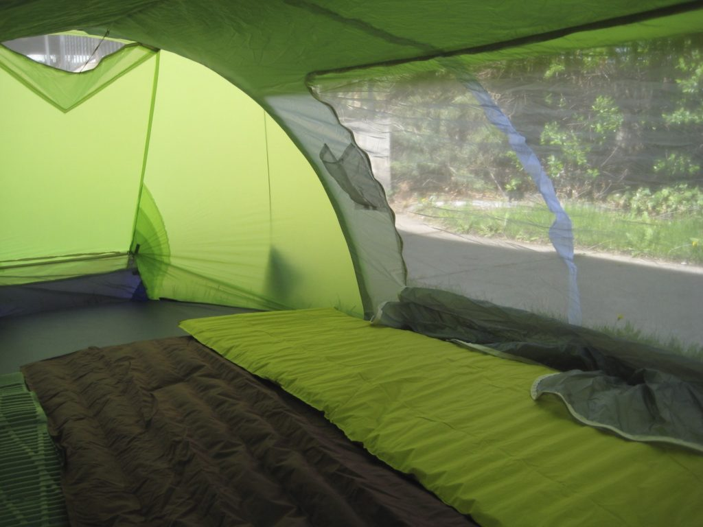 светлая палатка изнутри