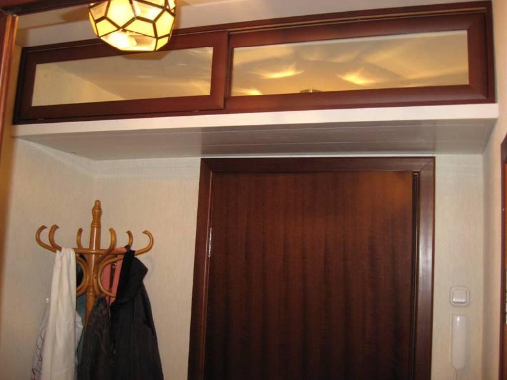 потолочный шкаф в прихожей