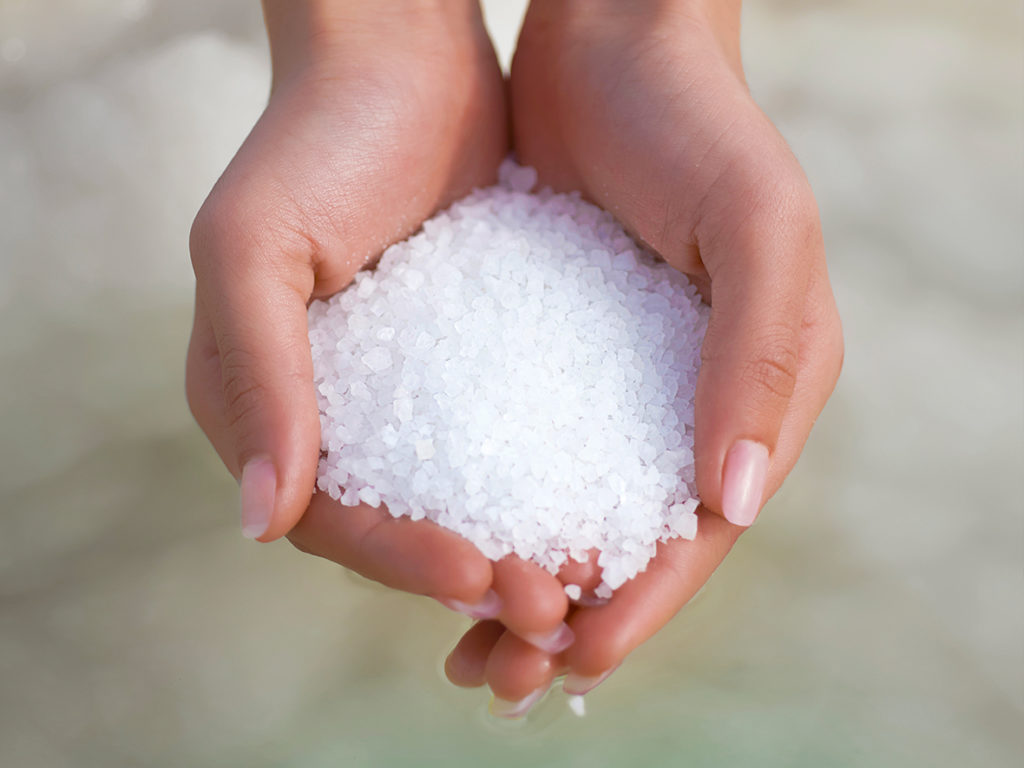 примета брать соль