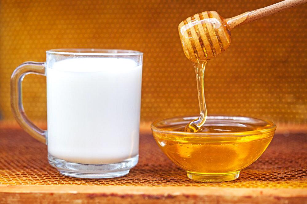 молоко с маслом и медом